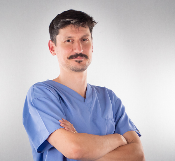 Médecin-dentiste responsable centre dentaire Chêne-Bourg